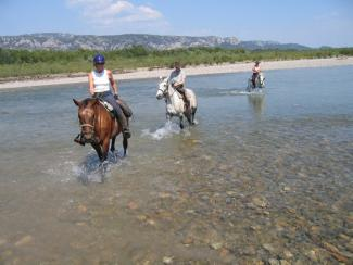 Crossing of the Durance river on provence horseback ride
